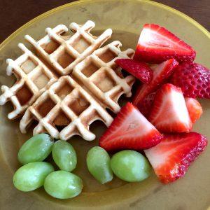 Frutas y waffles